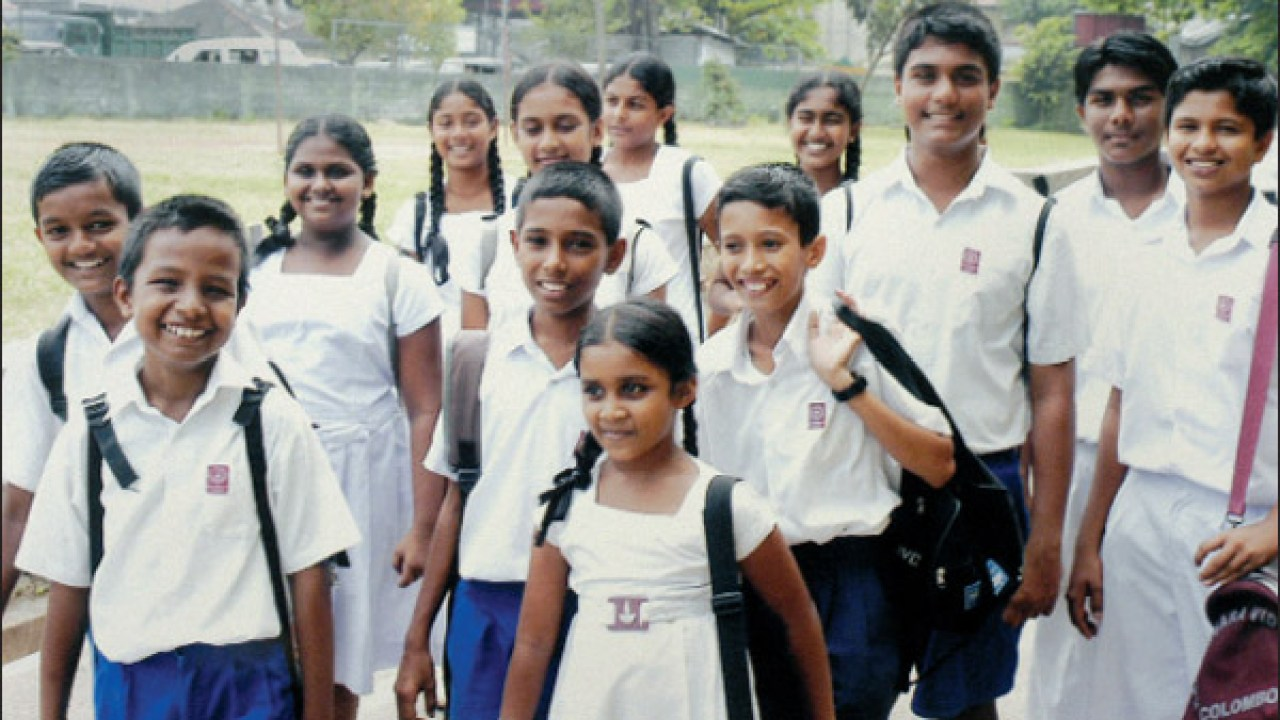 How many Students attend Schools in Sri Lanka?