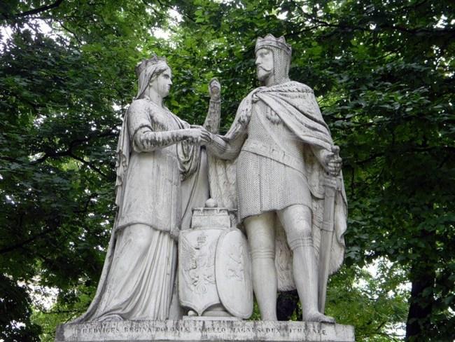 Памятник королеве Ядвиге и королю Владиславу Ягелло в Кракове