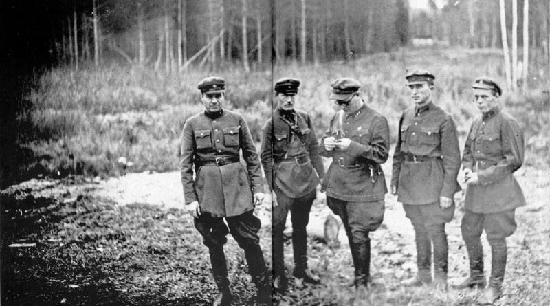 Отряд НКВД в поле