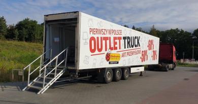 Новый формат Biedronka: магазины на колесах со скидками до 70%