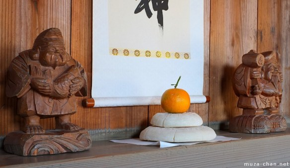 japanese-new-year-decoration-kagamimochi-big