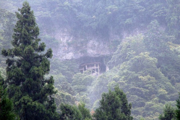 """kansai - Tottori-ken, Sanbutsu Temple, """"comodamente"""" arroccato sul costone di una montagna"""