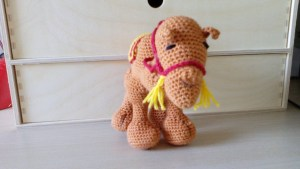 2014-staande kameel, voorkant