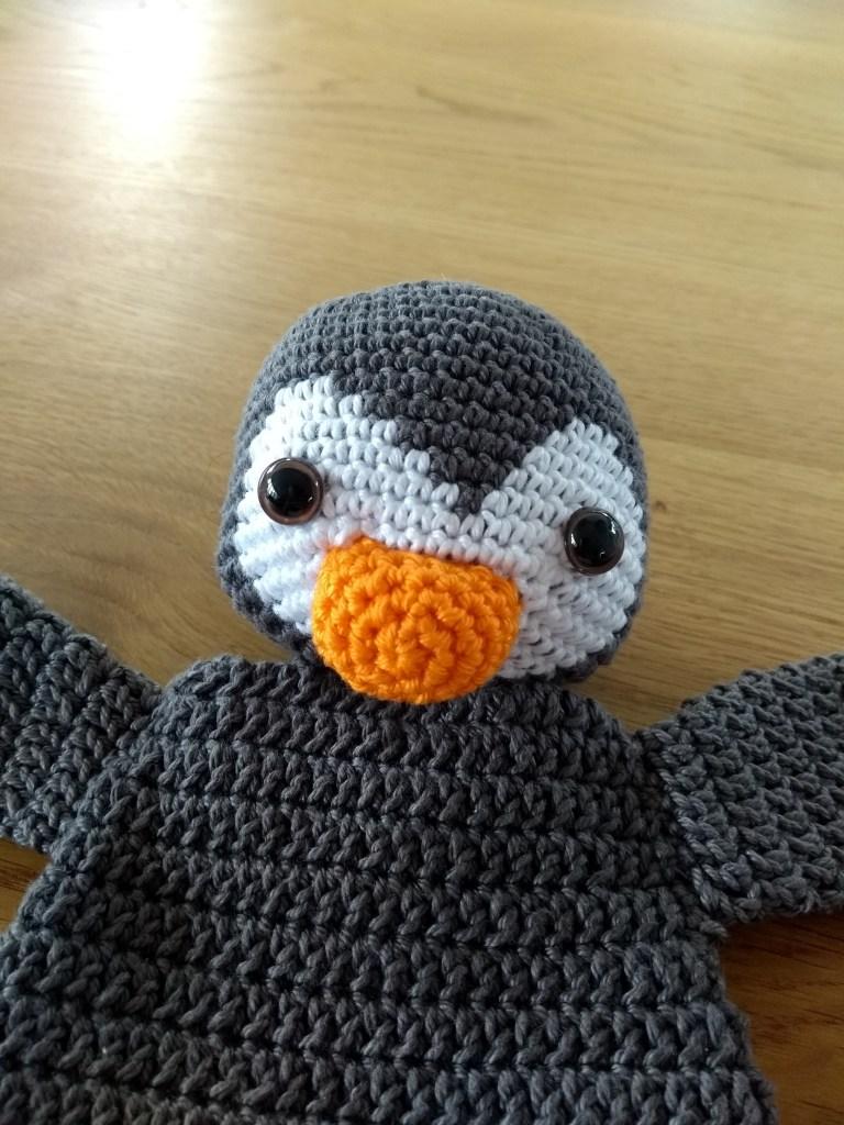 Pinguin uit het boek Gehaakte Lappenpoppen. Voorbeeld van patroon uit het boek