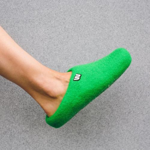 felt-slippers-natural-green-woolig