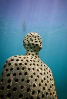 holy-man-001-jason-decaires-taylor-sculpture
