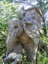 L'éléphant des Jardins de Bomarzo (milieu du XVIe siècle, Italie).