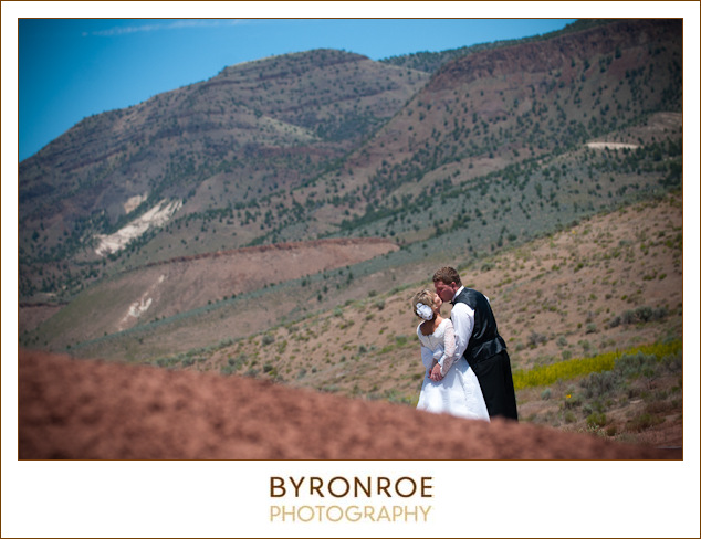 painted-hills-oregon-spray-wedding-photography-saramatt-3