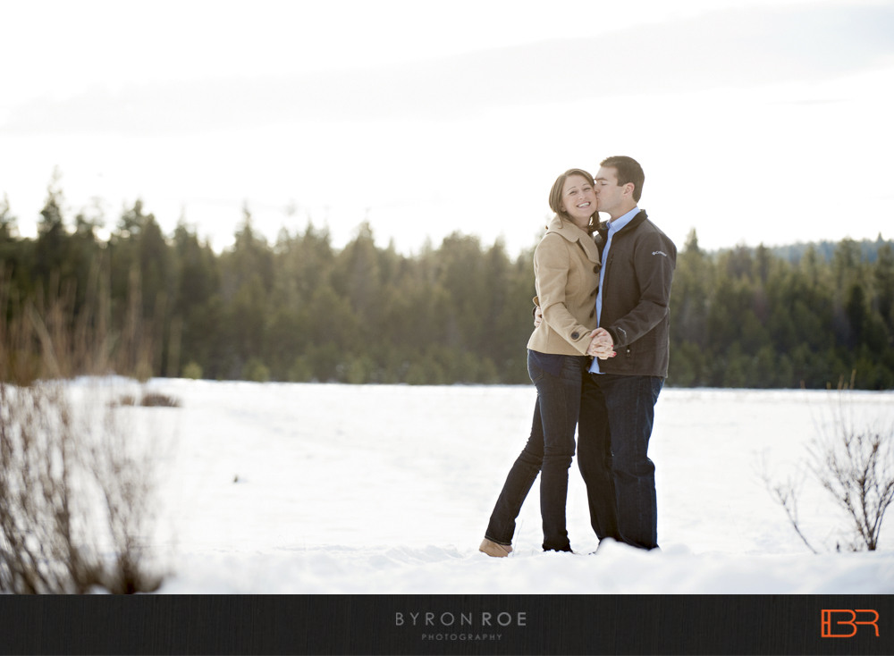 DiannaJohn-Engagement-Photography-DillonFalls-Bend-Or-ByronRoePhotography-1