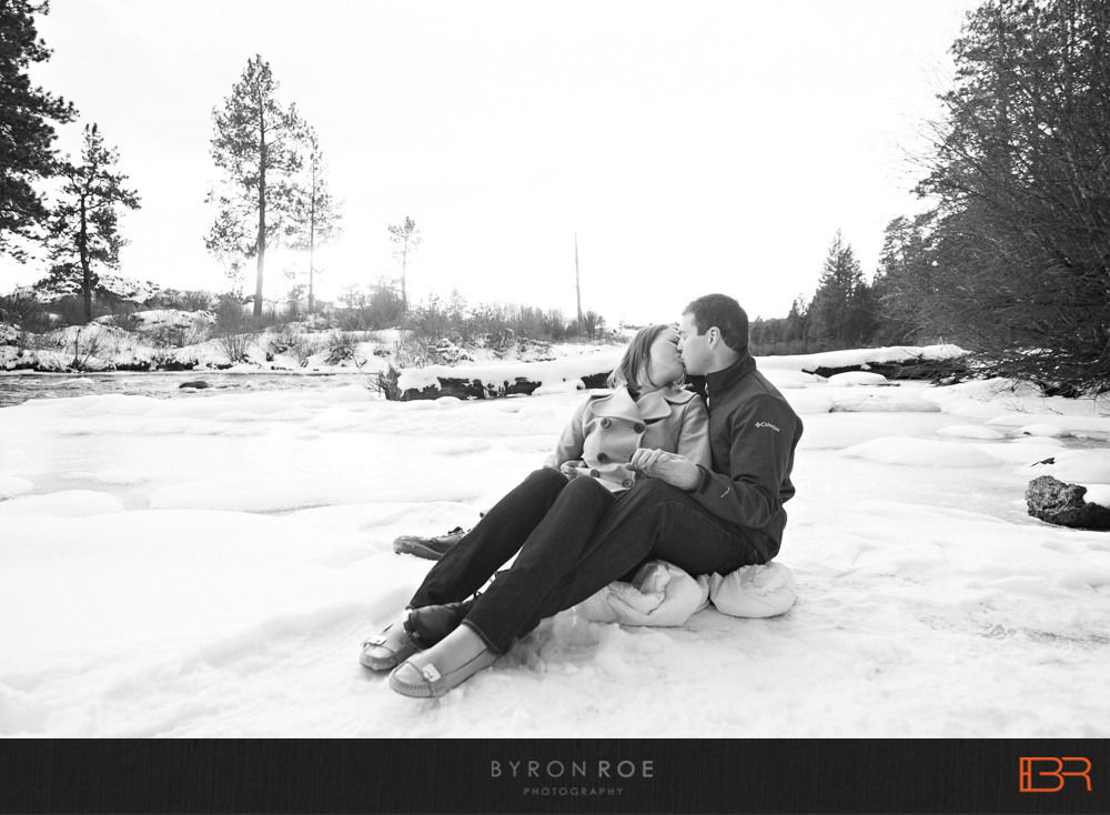 DiannaJohn-Engagement-Photography-DillonFalls-Bend-Or-ByronRoePhotography-4