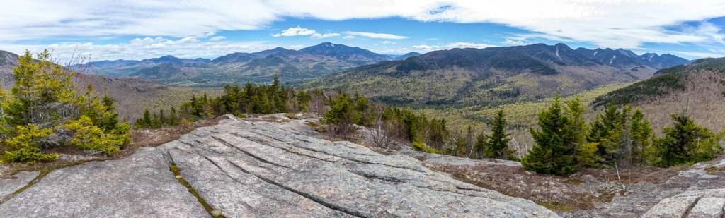 Panorma du paysage au sommet d'un des monts brothers