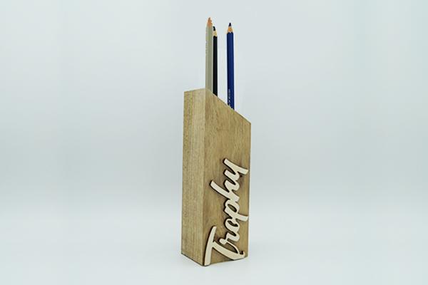 toem en bois massif-pot a crayon, 3 crayons, objet bureau, trophée personnalisé
