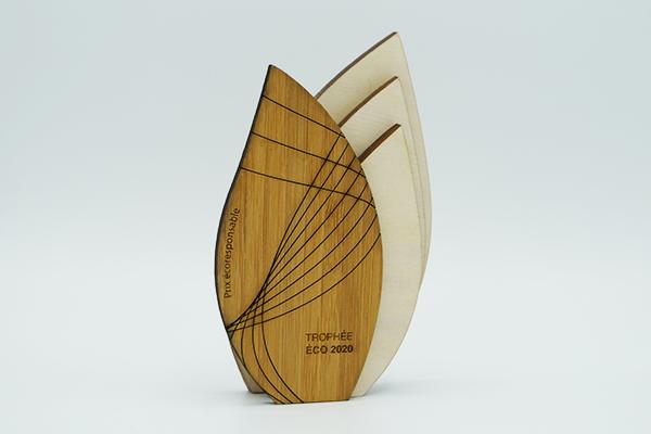 trophée miniature gravé et découpé pour une remise de prix