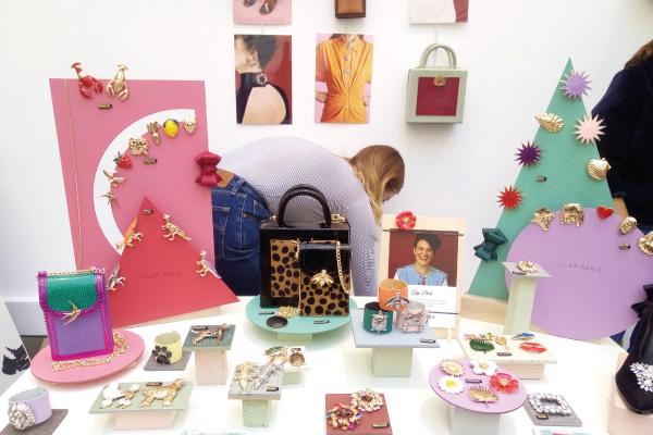 pop-up store sur mesure, création merchandising sur mesure, Fabrication présentoirs, totem graphique