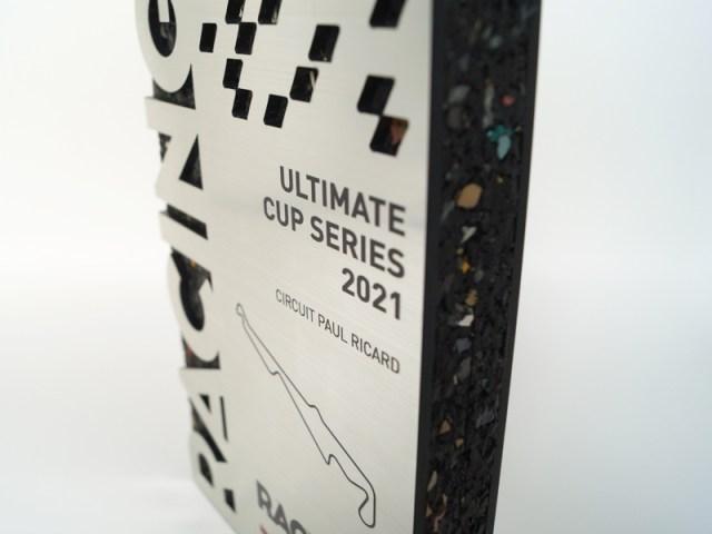 Détails impressions couleur texte, création trophée sur mesure, objets promotionnels de sport, studio ingrédient