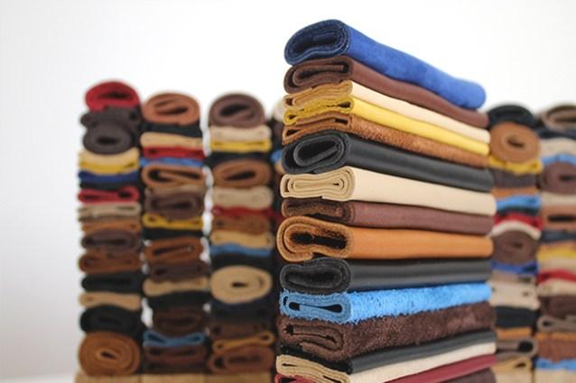 zoom sur détails de cuir, création unique en cuir recyclé et plié, fabrication de trophées RSE en matière revalorisé, design artisanal made in Studio l'ingrédient