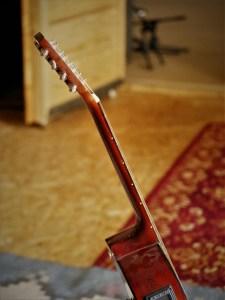 studio-la-boite-a-meuh-guitare-bouzouki-manche