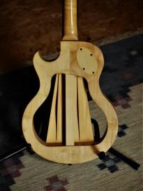 studio-la-boite-a-meuh-guitare-gougi-fretless