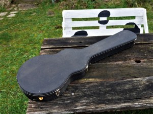 studio-la-boite-a-meuh-étui-guitare-vintage