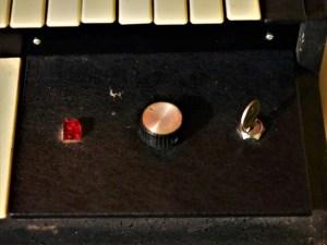 https://i1.wp.com/studio-residentiel-laboiteameuh.com/wp-content/uploads/2020/05/studio-la-boite-a-meuh-orgue-hammond-l100p-cl%C3%A9-d%C3%A9marrage-et-bouton-r%C3%A9verb.jpg?resize=300%2C225&ssl=1