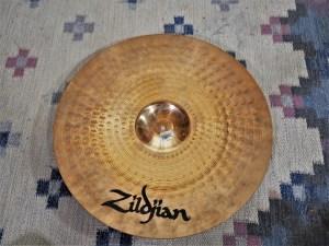 studio-la-boite-a-meuh-zildjian-zxt-medium-ride-20-dessous