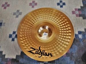 studio-la-boite-a-meuh-zildjian-zxt-medium-thin-crash-18-dessous