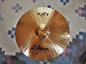 studio-la-boite-a-meuh-zildjian-zxt-medium-thin-crash-18-dessus