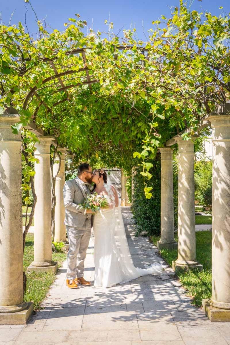 010_lm_20180901-131847_baiser_mariage_par-ludovic-maillard_studio-sud