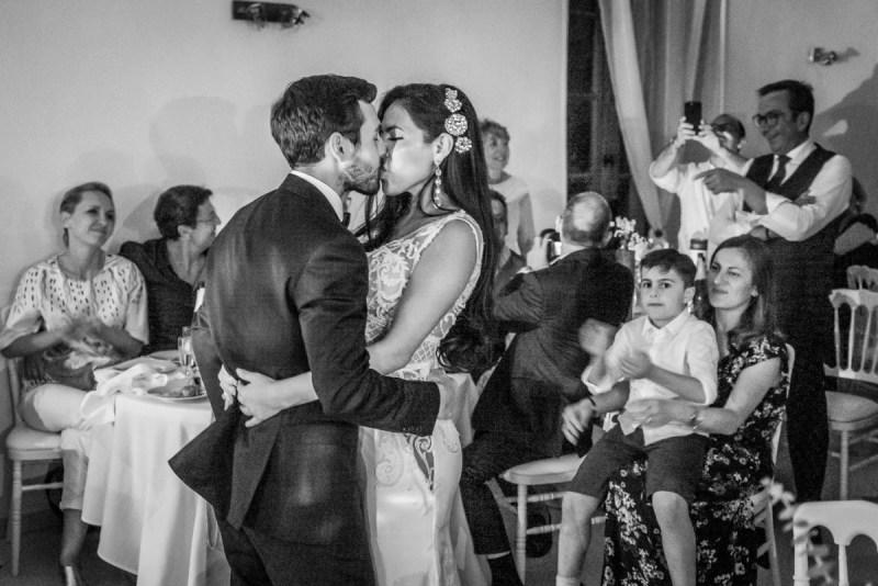 020_lm_20190609-001105_baiser_mariage_par-ludovic-maillard_studio-sud