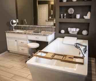 Traditional master bath, freestanding tub