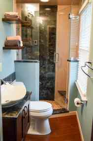 Narrow full bath, maximizing space