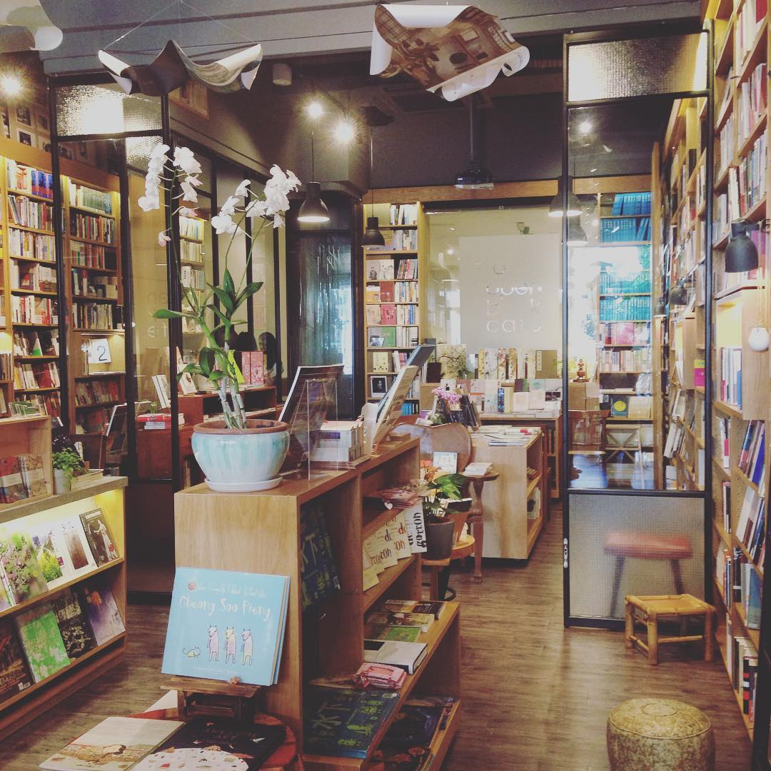Feels like home :) Throw us in any good bookstore and you will find two happy beings! Any other book lovers out there?  #soulcare #culturecare #books #love #singapore #書室