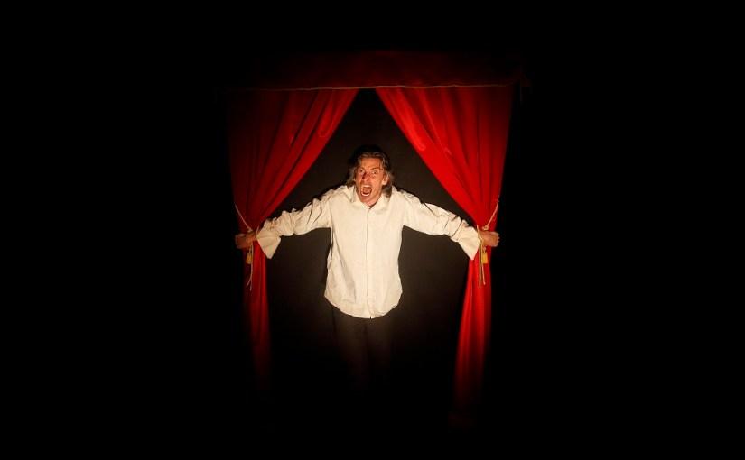 """Istituto Chiossone – Lunedì 5 e martedì 6 novembre al Teatro della Tosse in scena """"Amleto take away"""""""