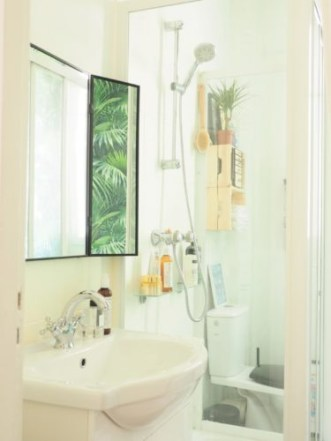 Une salle de bain lumineuse