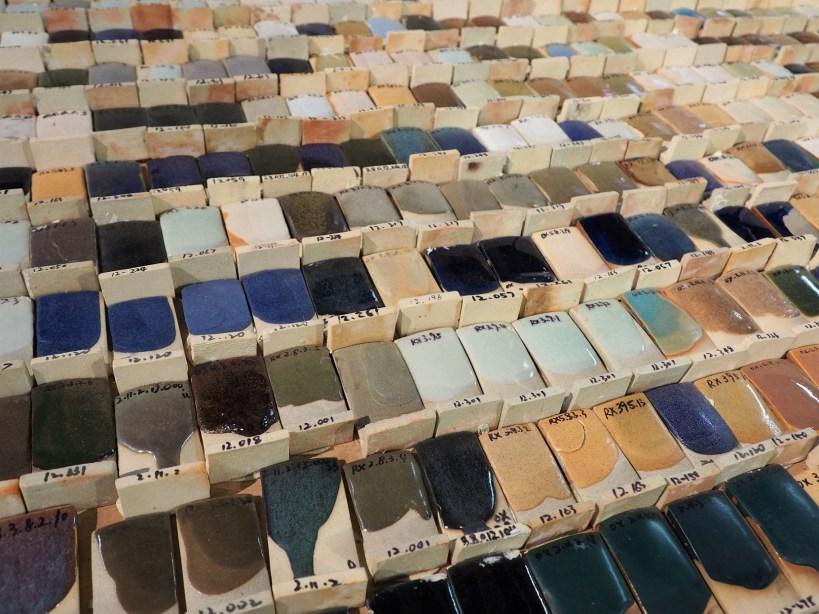 Matériaux récupérés pour une façade - Essais de teintes de céramiques