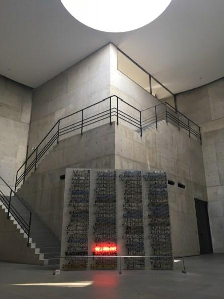 Cheminement d'escaliers au coeur de la Benesse House