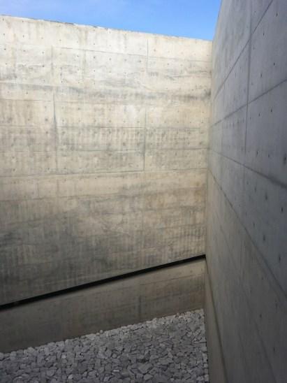 Perspective sur une cour intérieure du Chichu Art Museum