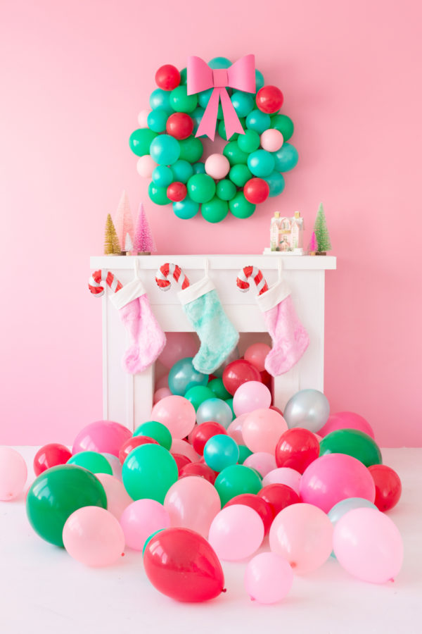 DIY Christmas Balloon Wreath