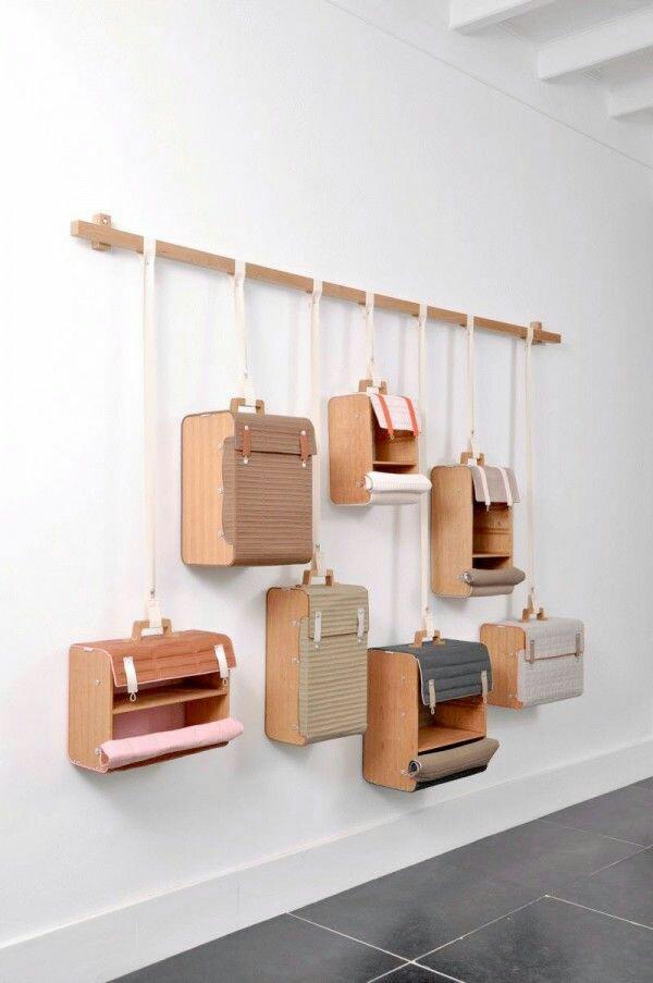 Escaparate de pared con maletas Vintage
