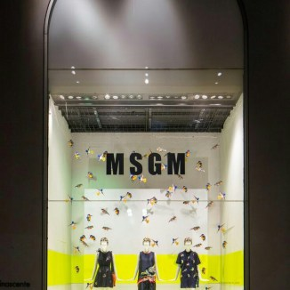 Fachada de tienda en Milán escaparate