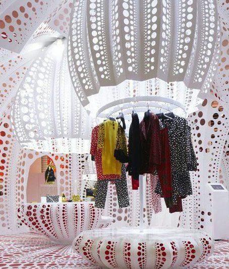 Interior de tienda de lujo showroom
