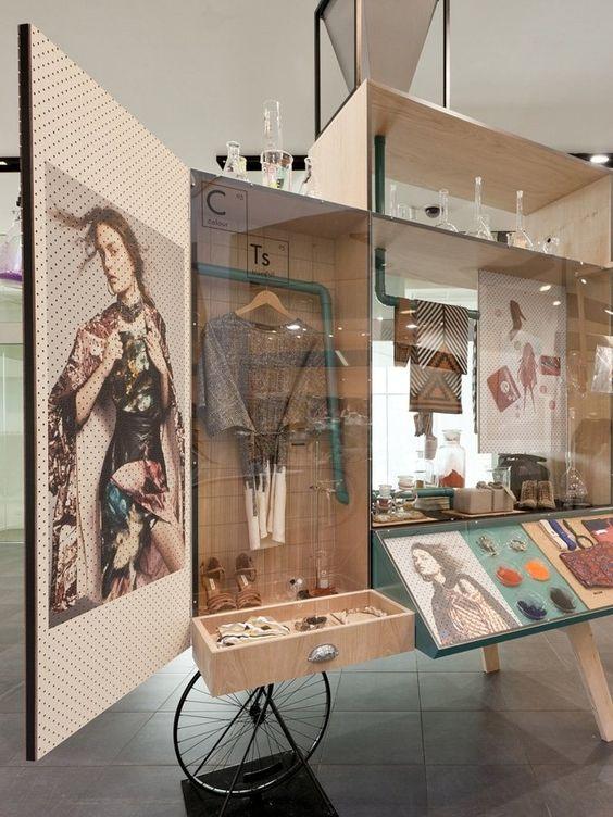 Pequeño Store donde combina metal y madera en un diseño muy especial