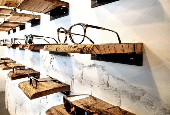 Soporte de gafa en madera para interior de tienda