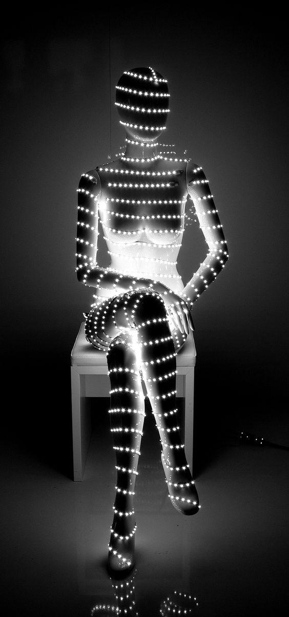 Maniquíe iluminado. Espacios comerciales con personalidad lumínica.