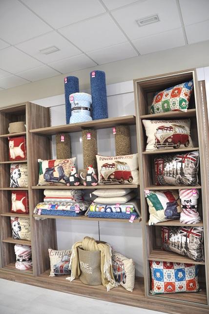 Visual merchandising en interior de tienda ropa dehogar
