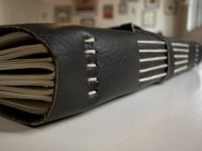 Cardeno-de-anotações-com-capa-em-couro-detalhe-costura