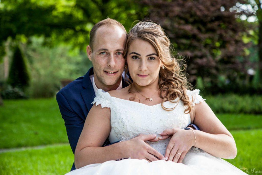 photographe de mariage couple de mariage dans un parc