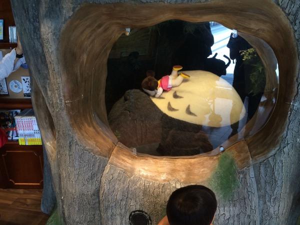 Recreación de una de las escenas más emblemáticas de Mi Vecino Totoro.