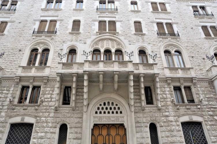 Un altro gioiello nel cuore della città: il Palazzo dell'Acquedotto Pugliese