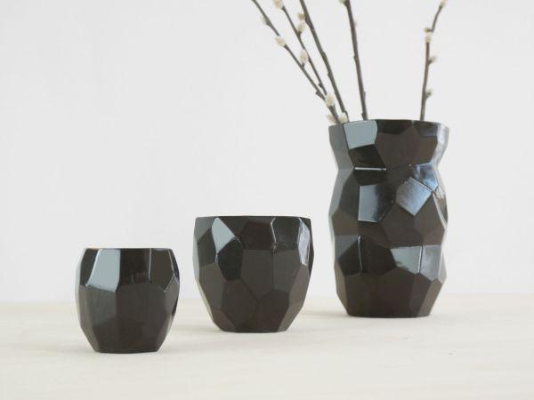 C01 Poligon back general - black polygons facetted design